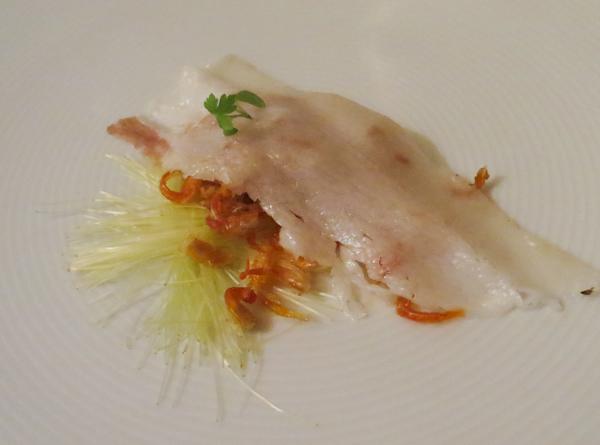 Cabelo de milho, patinhas de camarão, lardo. Prato de Roberta Sudbrack.